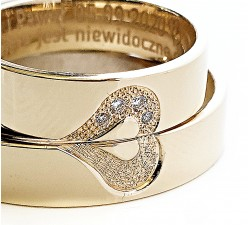 Para obrączek złotych 4.5 mm 585 15K z sercem dzielonym na pół z diamentami