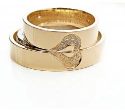 Para obrączek złotych 4.5 mm 333 8K z sercem dzielonym na pół z diamentami