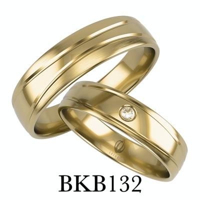 bizuteriakumor.pl obrączki złote z wzorem paski wycinane frezem obrączka damska z jednym brylantem cyrkonia BKB132