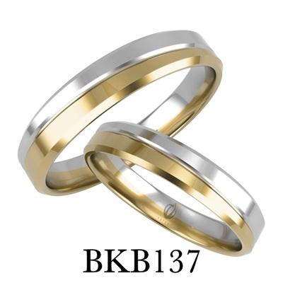 bizuteriakumor.pl obraczki24.com.pl para obrączek złotych dwa kolory żółte i białe złoto przedzielone paskiem i frezem jako odcięcie kolorów złoto 585 750 profil prosty fazowane boki BKB137